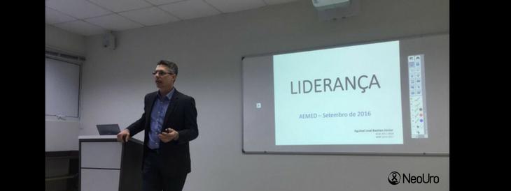 Dr Aguinel palestra para estudantes na ACM